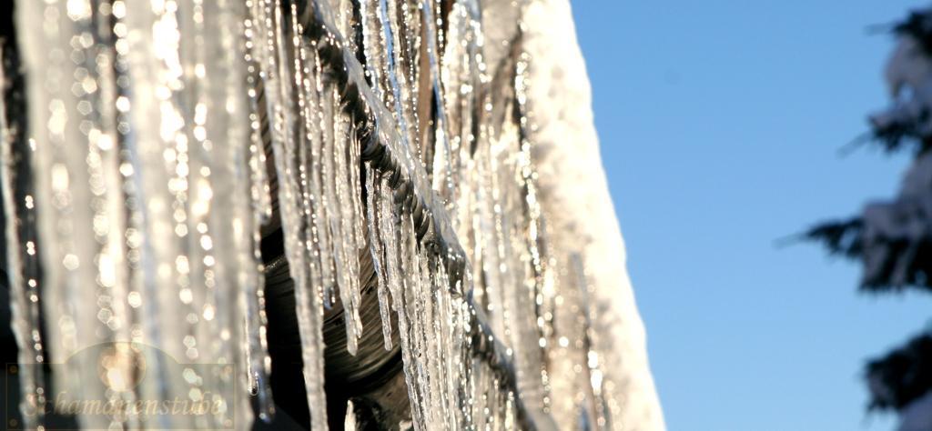 Schnee und Eis hüllen die Therapeuten Schule ein